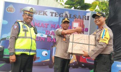 Perketat Pam Natal, Polrestabes Surabaya Larang Kendaraan Masuk Ke Halaman Gereja. (FOTO: NUSANTARANEWS.CO/Setya)