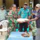 Petani Kampung Tomer Merauke, Serahkan Pistol Rakitan ke Satgas Yonmek 521/DY. (FOTO: Pendam V/brw)