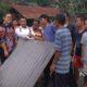 Puluhan warga Cipaku saat menerima bantuan dari Simpatisan Jokowi (Foto Dok. NUSANTARANEWS.CO)