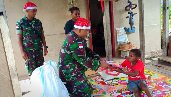 Satgas Pamtas Yonmek 521 DY Berbagi Kasih bersama Warga Papua. (FOTO: Dok. Istimewa)