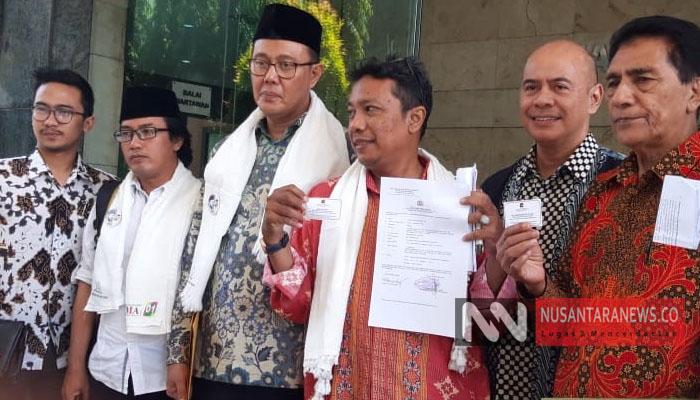 Tim Khusus Pemantapan Pemenangan Jokowi Ma'ruf Amin bersama Kordinator Tim Relawan Bersatu Ayep Zaki melaporkan terduka Penghina KH Ma'ruf Amin (NUSANTARANEWS.CO).