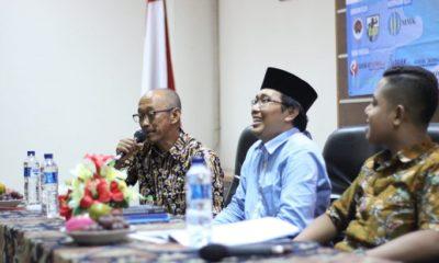 Vice President Bidang Perencanaan SKK Migas, Elan Biantoro dan Wakil Rektor III UIN Sunan Kalijaga, Waryono Abdul Ghafur (Dari kiri ke kanan). (FOTO: Lapmi Sinergi)