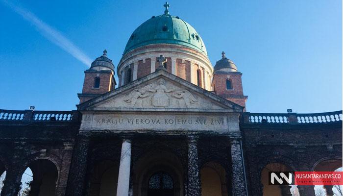Bangunan Mirogoj Berdiri Kokoh di Zagreb Dengan Arsitektur Yaang Indah. Mirogoj Merupakan Sebuah Pemakaman Paling Menakjubkan di Dunia. Disini Terdapat Makam Dari Berabagai Lintas Agama. (Foto Dok. NUSANTARANEWS.CO)