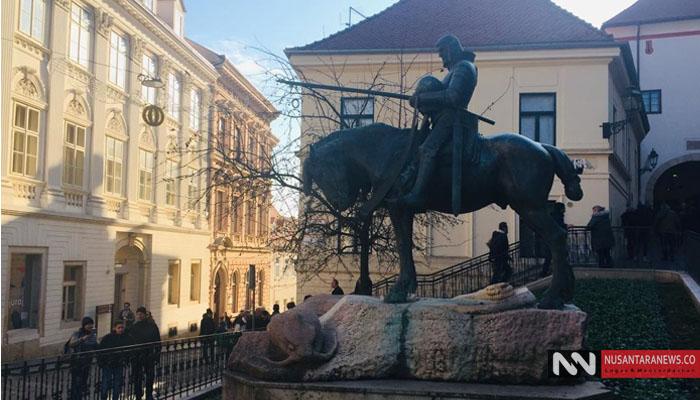 Monumen Panglima Perang Menunggang Kuda di Dekat Jalanan Kota Tua, Zagreb. Foto Dok. NUSANTARANEWS.CO)