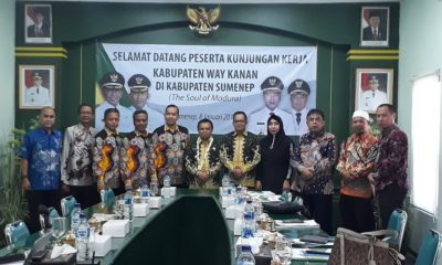 Suasana Foto bersama usai kegiatan study banding antara Pemkab Way Kanan Lampung dan BPRS Bhakti Sumekar. (Foto: M Mahdi)