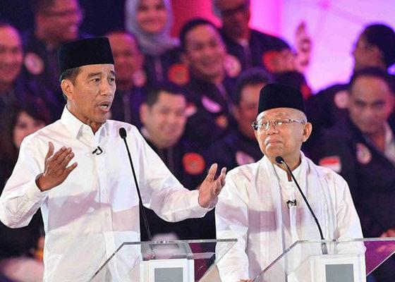 Capres-cawapres nomor urut 01 Jokowi dan Ma'ruf Amin Saat Debat Perdana Pilpres 2019, (Foto Antara/Sigid Kurniawan)