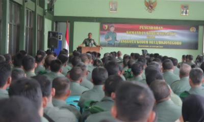 Danrem 082/CPYJ, Kolonel Arm Budi Suwanto memberikan pengarahan kepada ratusan Prajurit TNI dan ASN di Gedung Ahmad Yani, Makodim 0813 Bojonegoro. (FOTO: Penrem 082)
