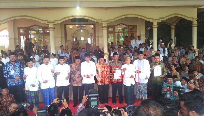 Datang Terlambat, Jokowi Serahkan Sertifikat Tanah Wakaf di Ponorogo, nusantara news