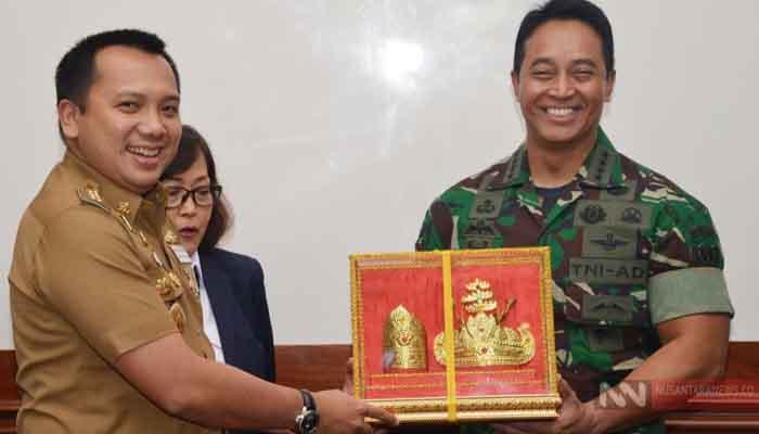 Gubernur Lampung Muhammad Ridho Ficardo Bersama Kasad Jenderal TNI Andika Perkasa (Foto Dispenad untuk NUSANTARANEWS.CO)