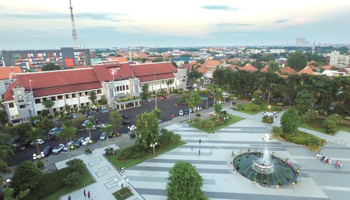 Balai Kota Surabaya. (Foto: surabayadrone.com)
