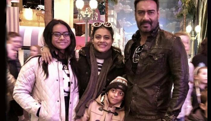 Kajol dan Devgan saat liburan keluarga di Paris. (FOTO: Screenshot IG @kajol)