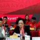 Megawati Soekarno Putri (tengah) pada peringatan HUT ke-46 PDIP. (FOTO: Istimewa/jp)