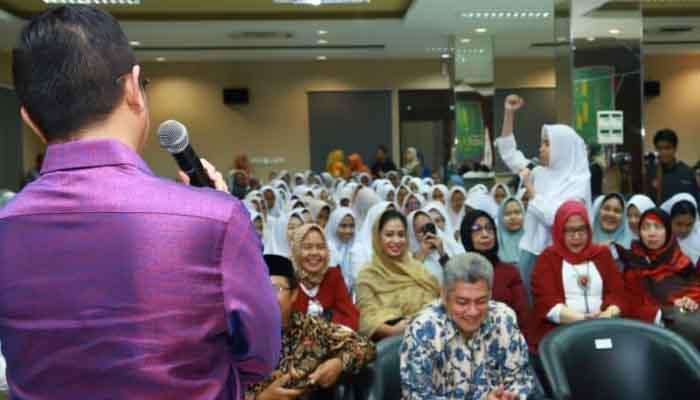 Menteri Agama Lukman Hakim Saifuddin di hadapan ratusan Siswa Al-Azhar. (FOTO: Dok. Kemenag)