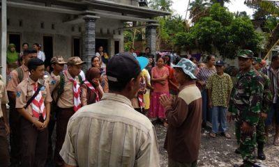 Pramuka Saka Wira Kartika Koramil 0824/19 Bantu Korban Bencana Gumukmas. (FOTO: sis24/NUSANTARANEWS.CO)