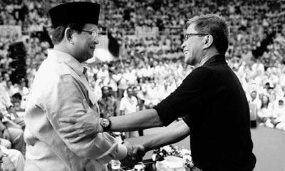 Rocky Gerung Saat Berjabat Tangan Dengan Prabowo Subianto (Foto Dok. IG Prabowo)