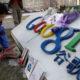 Sejumlah Warga Cina Melakukan Simbolisasi Turut Berduka Cita Setelah Google Diblokir (Foto Istimewa)