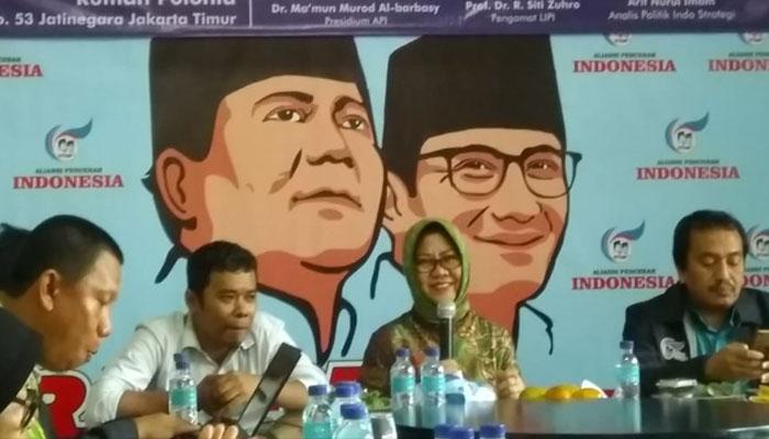"Siti Zuhro (Tengah) dalam diskusi ""Kredibilitas Lembaga Survey Menghadapi Pemilu 2019,"" oleh Aliansi Pencerah Indonesia (API). (FOTO: NUSANTARANEWS.CO)"