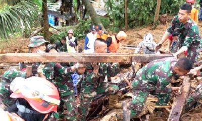 TNI AD Kerahkan 132 Prajurit Bantu Evakuasi Korban Bencana Tanah Longsor di Sukabumi