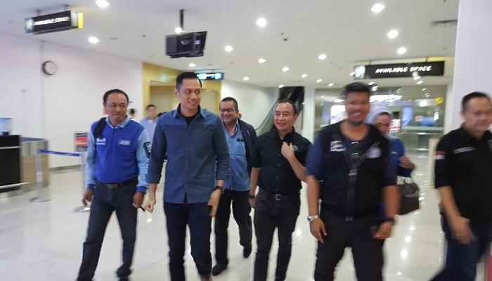 Komandan Komandan Komando Satuan Tugas Bersama (Kogasma) Demokrat Agus Harimurti Yudhoyono (AHY) bersama para petinggi Partai Demokrat Jawa Timur, Rabu (23/1/2019). (Foto: Setya N/NUSANTARANEWS.CO)
