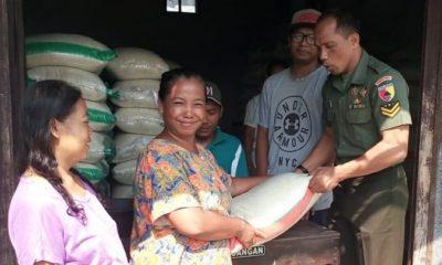 Babinsa Koramil Saradan Pendampingan Distribusi Beras Rastra. (FOTO: Pendim0803)