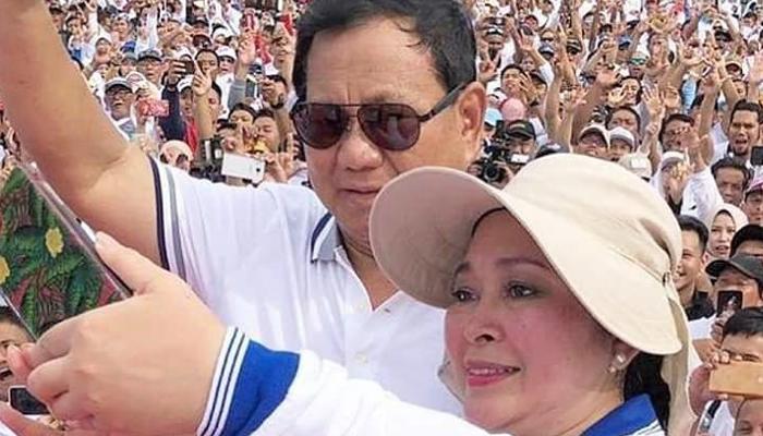 Aksi Selfie Titiek Soeharto Bersama Prabowo (Foto Istimewa)