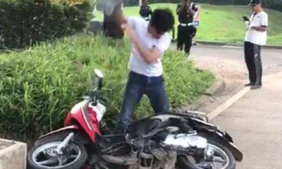 Aksi Seorang Pria Rusak Motor Yang Diduga Milik Pacarnya (Foto Dok. NUSANTARANEWS.CO/Istimewa)