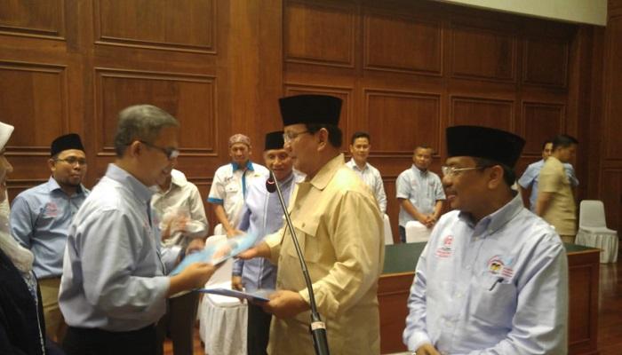 Prabowo Subianto dan para dewan pengarah Aliansi Pencerah Indonesia (API) yang diinisiasi oleh para aktivis Muhammadiyah dan Aisyiyah secara terbuka menyampaikan dukungan kepada Prabowo-Sandi pada Jumat (8/2). (Foto: Istimewa)