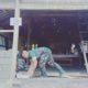 Serda Wahyudi Babinsa Kelurahan Sumber Arum Koramil 0808/19 Wates Kodim 0808/Blitar melaksanakan gotong royong bersama warga setempat membantu pembangunan Rehap Rumah Tidak Layak Huni (RTLH) milik Budi Wibowo. (FOTO: NUSANTARANEWS.CO)