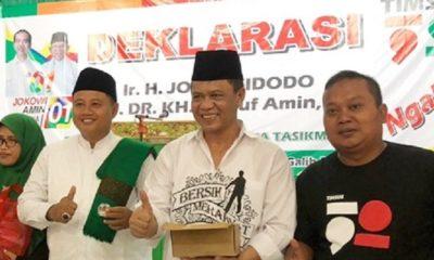 Caleg DPR RI Anton Charliyan Bersama Dewan Pengarah Timsus 1901 Juara Jawa Barat Uu Ruzhanul Ulum Saat Deklarasi Dukungan Untuk Paslon 01 (Foto Istimewa)