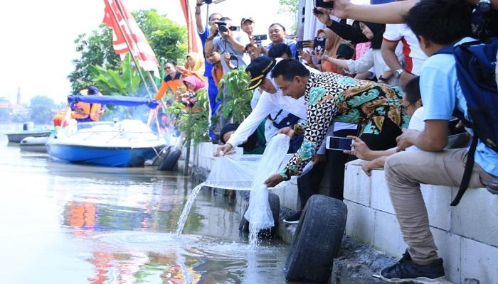 relawan jogo kali, gubernur jawa timur, khofifah indar parawansa, kebersihan sungai, nusantaranews