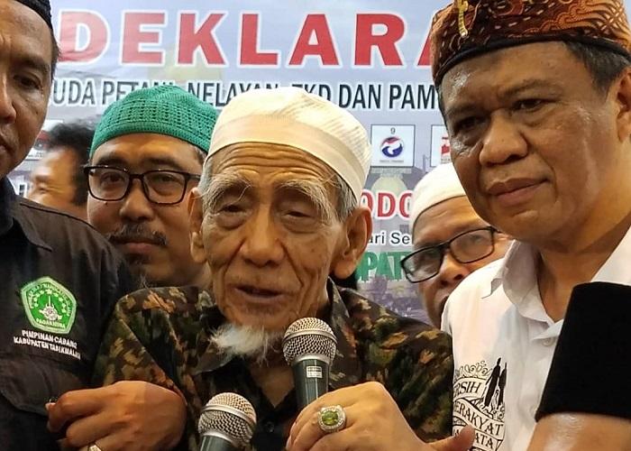 Caleg DPR RI Anton Charliyan dan KH Maimoen Zubair Hadiri Deklarasi Kaum Petani Dukung Jokowi-Ma'ruf di Tasikmalaya. (Foto: Istimewa/NUSANTARANEWS.CO)