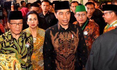 Presiden Jokowi menghadiri acara Peringatan 72 Tahun HMI dan Syukuran Lafran Pane sebagai Pahlawan Nasional. Acara tersebut digelar di kediaman Ketua Dewan Penasihat Majelis Nasional Korps Alumni Himpunan Mahasiswa (KAHMI) Akbar Tandjung, di Jalan Purnawarman, Jakarta Selatan, pada Selasa (5/2). (Foto: Muh Nurcholis/NUSANTARANEWS.CO)