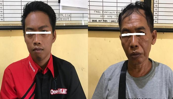 Kedua tersangka pelaku judi togel onlinke, Syaiful Bahri (57) pakai kaos abu abu. Emnoer Abdillah (29) pakai paju merah hitam (Foto: M Mahdi/NUSANTARANEWS.CO