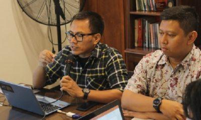 Ketua Aji Indonesia Abdul Manan (berkacama). (FOTO: Dok. aji.or.id)