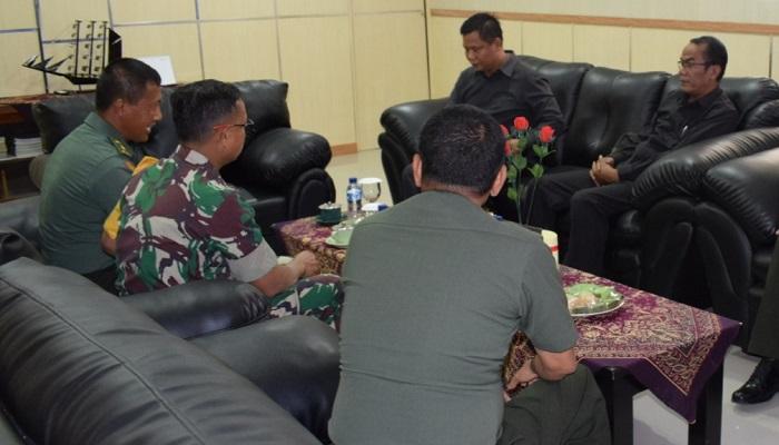Korem 081/DSJ menerima Tim Binpen (pembinaan penerangan) dari Pusat intelijen AD (Pusintelad). (FOTO: NUSANTARANEWS.CO/pen81)
