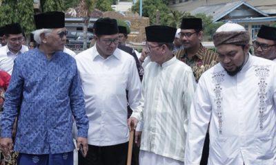 Dari kiri ke kakan: Gus Mus, Menag Lukman Hakim Saifuddin, dan D. Zawawi Imron. (FOTO: DOk. Humas Kemenag)