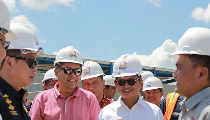 Gubernur Kaltara Dr H Irianto Lambrie saat mendampingi Menteri ESDM Ignasius Jonan pada kunjunga kerjanya ke Kaltara. (FOTO: NUSANTARANEWS.CO/Humas Pemprov Kaltara)