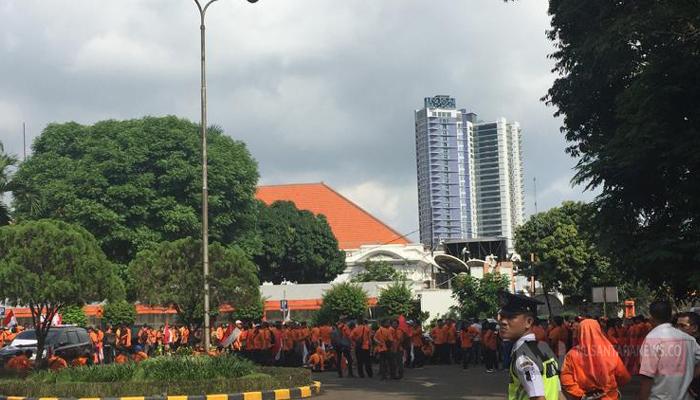 Para Pegawai Pos Menggelar Aksi Demo (Foto Dok. NUSANTARANEWS.CO)