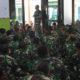 Komandan Kodim 0803/Madiun Letkol Czi Nur Alam Sucipto, memberikan pengarahan Jam Komandan kepada seluruh Prajurit dan PNS Kodim 0803/Madiun. (FOTO: NUSANTARANEWS.CO/mc0803)