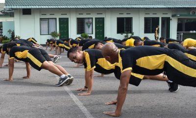 Pasiops Rem 081/DSJ Pimpin Penguatan Otot Perut, Tangan dan Kaki. (FOTO: NUSANTARANEWS.CO/Pen81)
