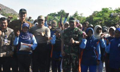 Peringatan Hari Peduli Sampah di Madiun diperingati di area Tempat Pembuangan Akhir (TPA) Desa Winongo, Kecamatan Manguharjo, Kota Madiun, Kamis (21/2/2019). (Foto: Istimewa/NUSNATARANEWS.CO)