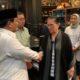 Prabowo Subianto bersalaman dengan Ibunda Ahmad Dhani. (FOTO: Dok. @Dahnilanzar)