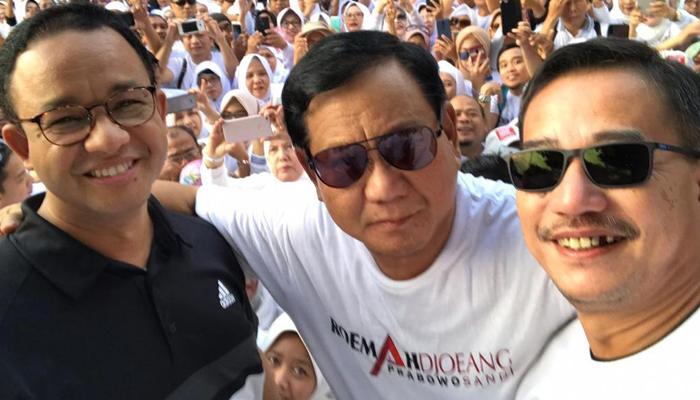 Prabowo bersama Anies Baswedan dan Anggota BPN 02 Berswa Foto (Foto Istimewa)