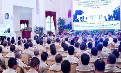 Presiden Joko Widodo (Jokowi) dan Jajaran Kementerian Kementerian Agraria dan Tata Ruang/Badan Pertanahan Nasional (ART/BPN) menggelar pertemuan di Istana Negara, Jakarta, pada Rabu (6/2). (Foto: Muh Nurcholis/NUSANTARANEWS.CO)