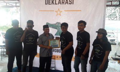 Ratusan arek enom (muda) yang tergabung dalam Kelompok Arek Enom (KEREN) Surabaya menggelar deklarasi siap mendukung dan memenangkan Nurwiyatno. (FOTO: NUSANTARANEWS.CO/Setya)