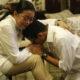 Sandiaga Uno Saat Mencium Tangan Sang Ibu (Foto: Dwi Rizki/Warta Kota)