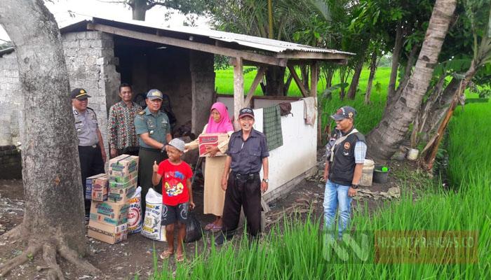 TNI dan Warga Bantu Keluarga Bakri yang Mengalami Keterbelakangan Mental (Foto Istimewa Untuk NUSANTARANEWS.CO)
