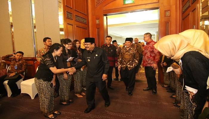 Gubernur Jawa Timur, Soekarwo optimis pertumbuhan ekonomi Jatim naik 30 persen pada 2019. (Foto: Setya N/NUSANTARANEWS.CO)