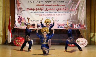 Tari Piring asal Minang yang dipentaskan tim tari Sanggar Gayatari Nusantara ikut meriahkan Acara 'Hari Indonesia-Mesir' yang digelar di Luxor Conference Hall, Luxor, (19/2) malam. (Foto: NUSANTARANEWS.CO/ Helmy Faizal)