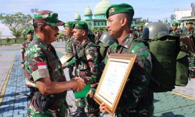 Setelah hampir kurang lebih 9 bulan ditugaskan di perbatasan Indonesia-Malaysia, akhirnya Yonif 320/BP dan Yonif 511 DY resmi dibebastugaskan Senin (25/2/2019). (Foto: Istimewa/NUSANTARANEWS.CO)